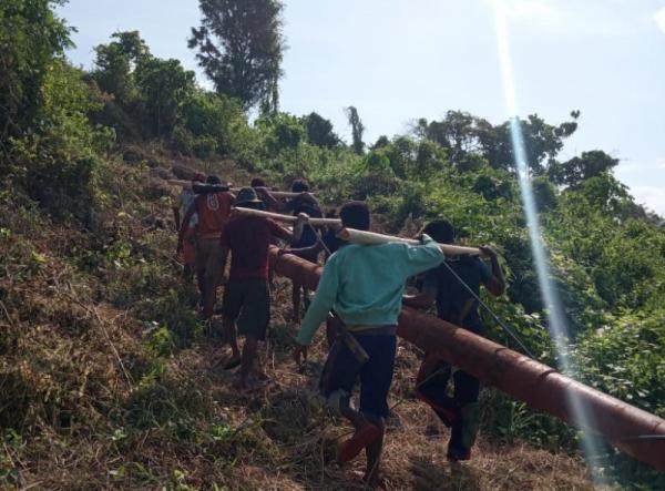 Photo of Desa Terpencil di Buru Selatan Kini Sudah Terang