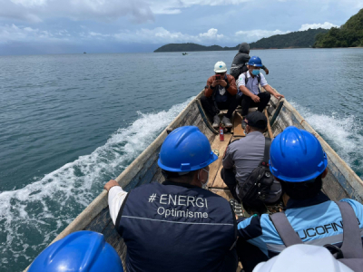 Photo of Menerjang Ombak Demi Melistriki Kepulauan Masaloka Raya