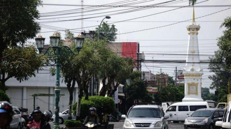 Pemkot Yogyakarta Bersihkan Kabel Semrawut di Simpang Tugu