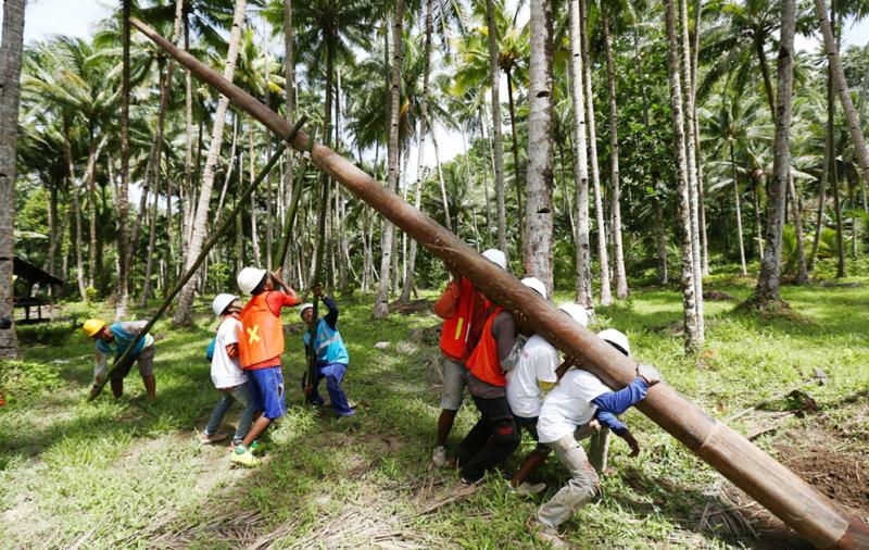 PLN Berhasil Listriki Desa Umera di Pulau Gebe, Maluku Utara