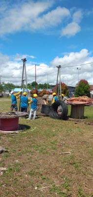 Photo of PLN Berhasil Hubungkan Kelistrikan 3 Kabupaten di Papua Dogiyai, Deiyai dan Paniai, Kini Masyarakat Nikmati Listrik 24 Jam
