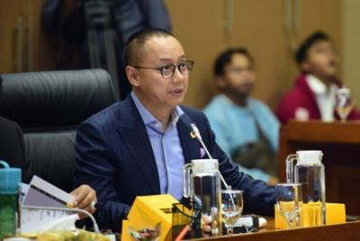 Photo of Wakil Ketua Komisi VII Minta Pemerintah Perhatikan Over Supply Produksi Semen